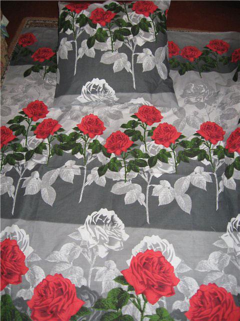 postelnoe-bele-rozy