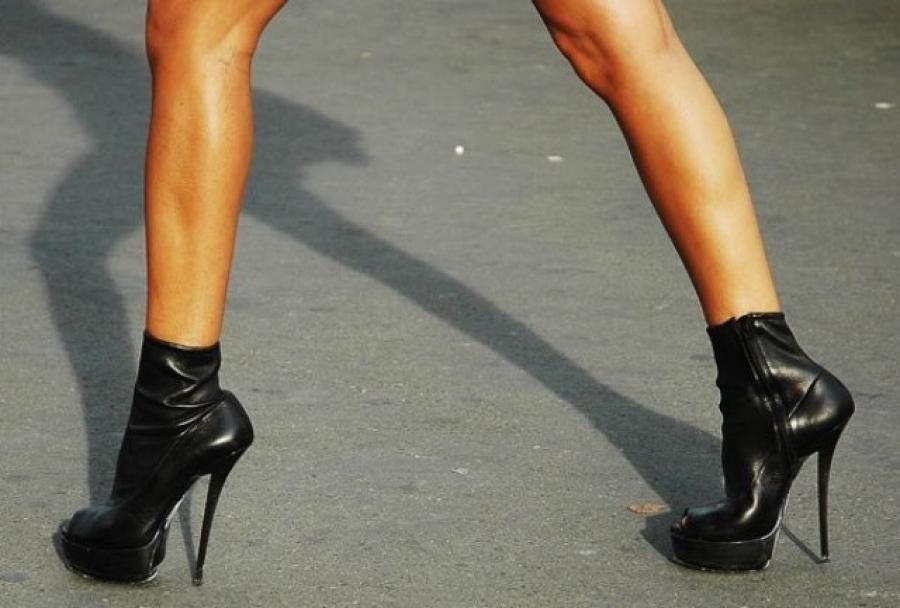Фото красивой девушке на высоченных каблуках 19 фотография