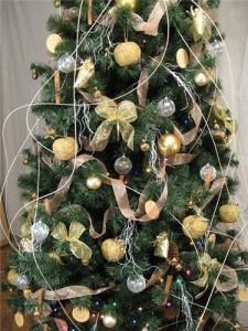 Однотонные украшения для елки