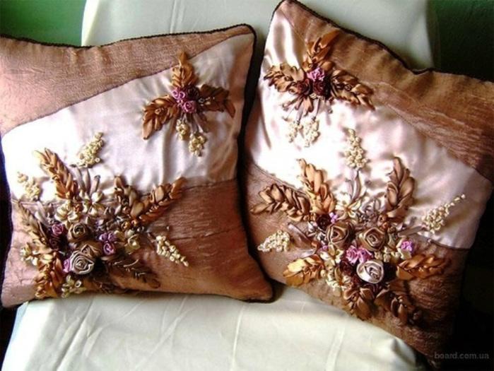 Как освежить интерьер комнаты: декоративные подушки