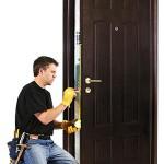 Кому доверить ремонт дверного замка?