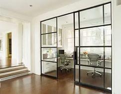 Раздвижная дверь из стекла: особенности и преимущества