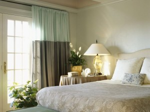Декоративная стена в спальне