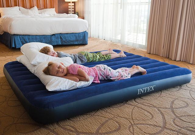 Стоит ли приобретать надувной матрас?